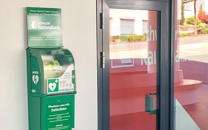 oeffentliche-Defibrillatoren-AED-Herzpraxis-Schwyz-Herzspezialist